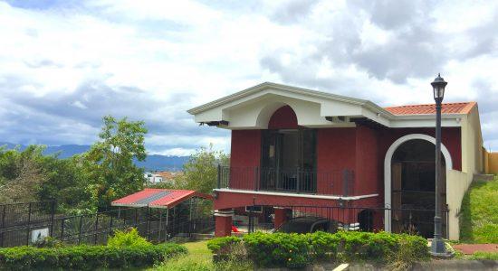 Se Alquila Casa Condominio en Guadalupe 3 Habitaciones, área verde