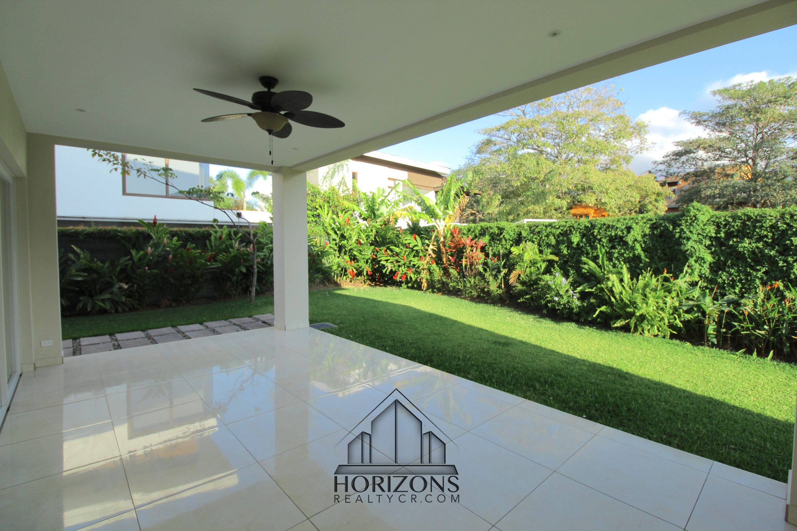 LUXURY HOUSE FOR RENT LOCATED IN SANTA ANA 3 BEDROOMS
